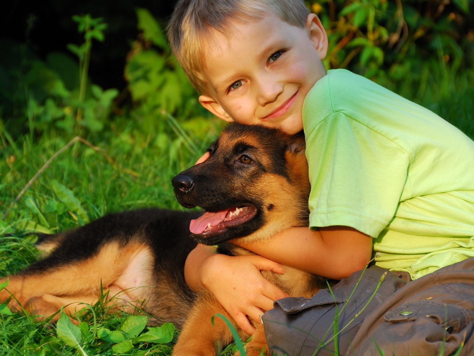fotos-de-niño-abrazando-al-perrro_www.fotospix.com_