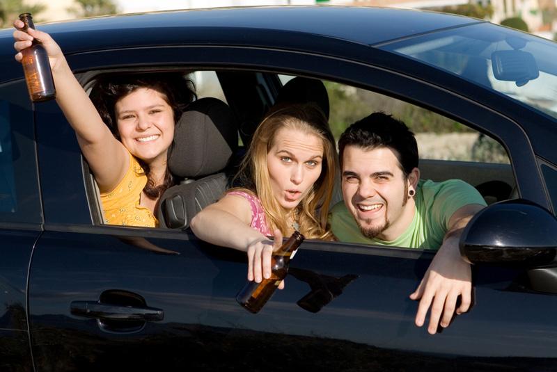 Jóvenes-alcohol-coche